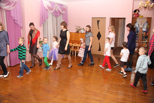 скачать танец с мамами на мотив вишенка черешенка